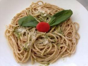 espaguetis pesto