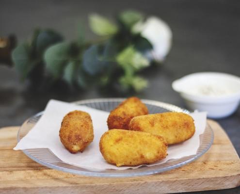 Croquetas de huevo frito con patatas