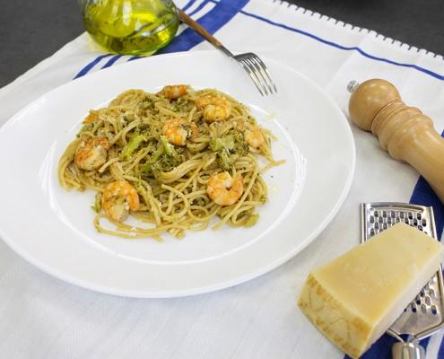 Espaguetis con brócoli y langostinos Ollas GM